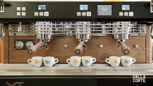 With the flow meter you can extract infinite coffee cups, with completely different aromas, from the same coffee beans!